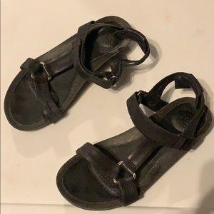 Teva•Ysidro Universal Sandal Black
